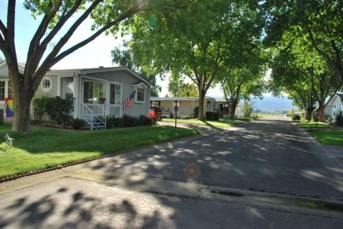 Community Located Only Few Minutes Shopping Medford