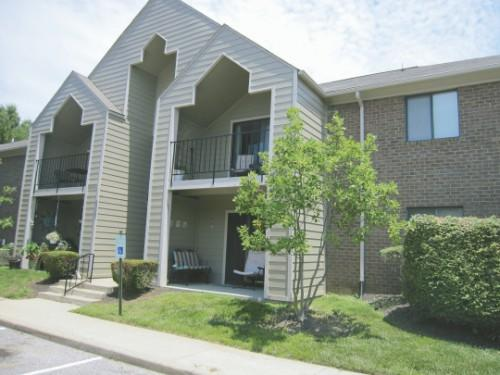 Hillview Woods Apartments Community