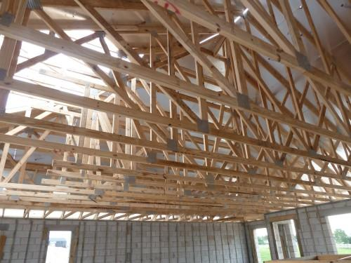Installed Prefabricated Engineered Wood Roof Trusses Opening