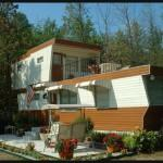 Love Vintage Two Story Mobile Home Even Has Rooftop Deck