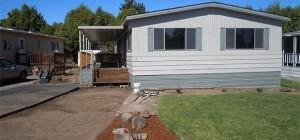 Manufactured Home Park Lawn Entryway