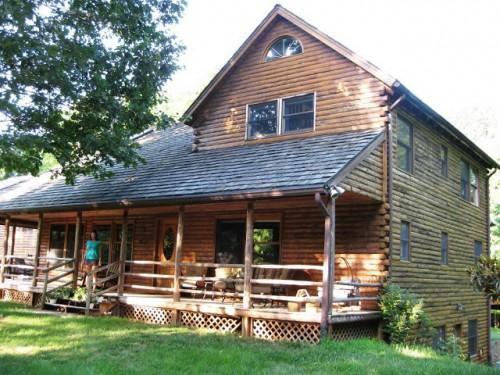 Northern White Cedar Log Home Constructed Finish