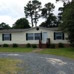 Well Kept Mobile Home Lakewood Estates Features Three