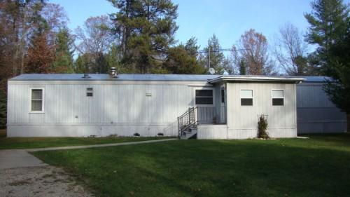 Well Maintained Mobile Secluded Setting Pembine